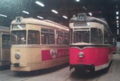 Zeitzeugen der Deutschen Teilung, Großraumwagen West (links) und Ost (rechts) in Niederschönhausen